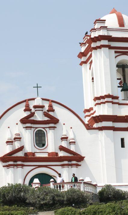 Desde la iglesia de Huanchaso se logra una vista espectacular de la playa.