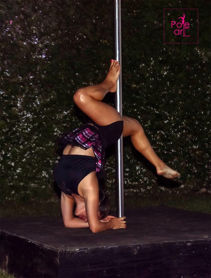 Alumna de Pole Art en performance