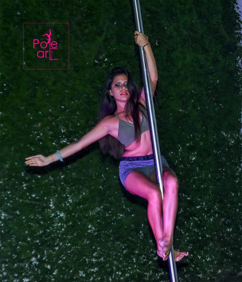 Performance de pole dance