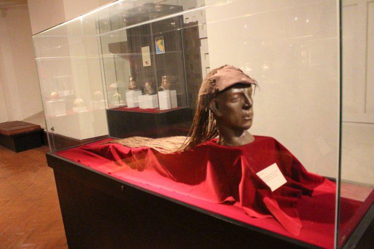 momia precolombina Museo de Arqueología Antropología e Historia de la UNT