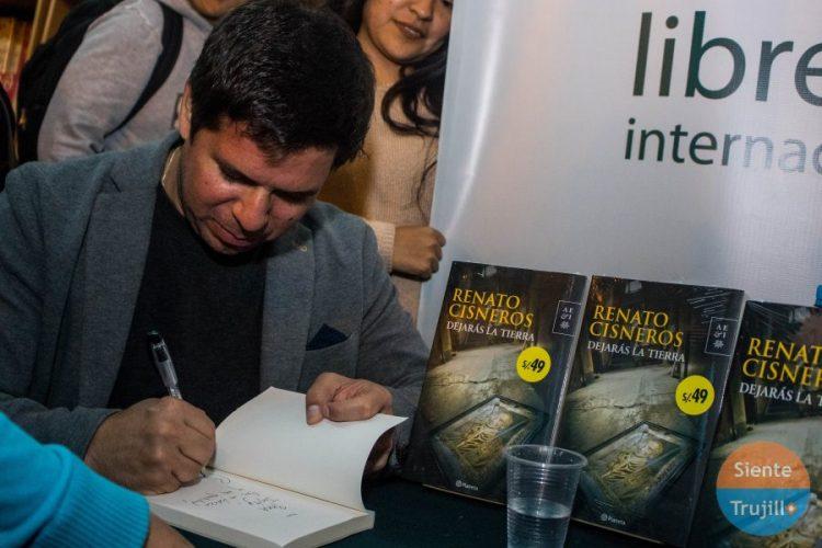 escritor Renato Cisneros
