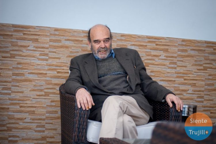 Luis Jochamowitz escritor
