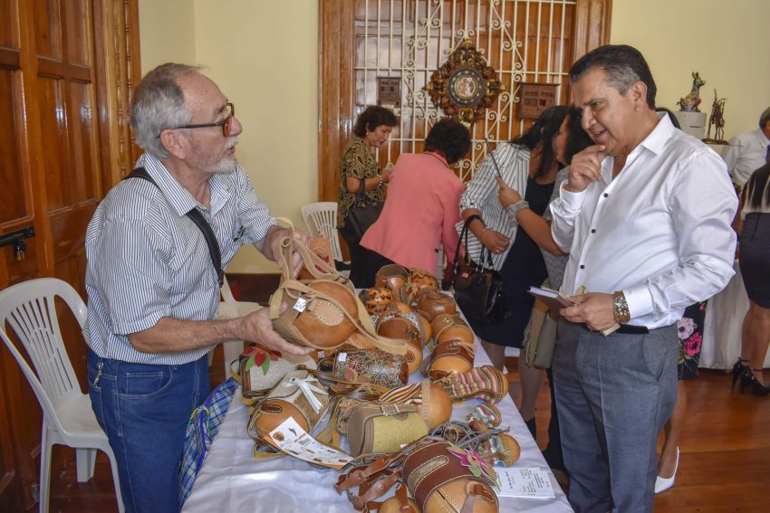 artesanos liberteños con Manuel Llempén